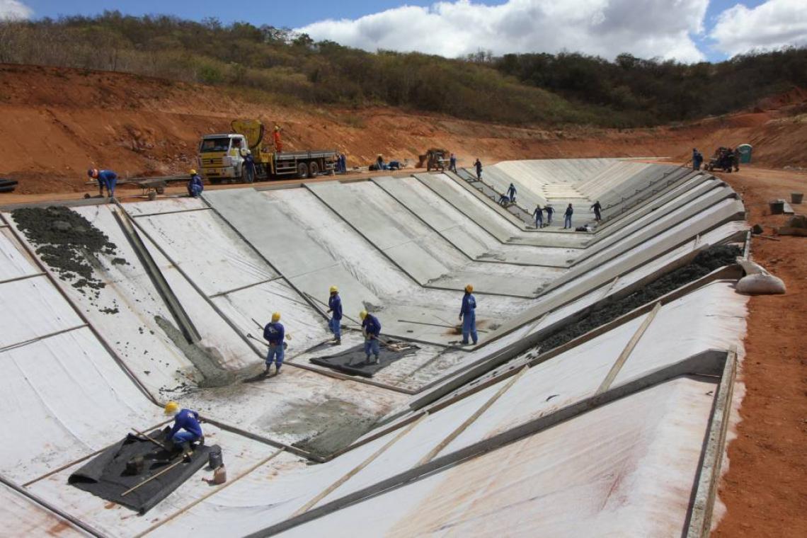OBRAS de construção dos canais do Cinturão das Águas para chegar até o Castanhão