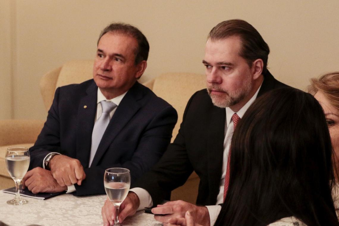 TOFFOLI visitou por dois órgãos do Judiciário cearense ao lado de Washington Luís Araújo, presidente do TJ-CE