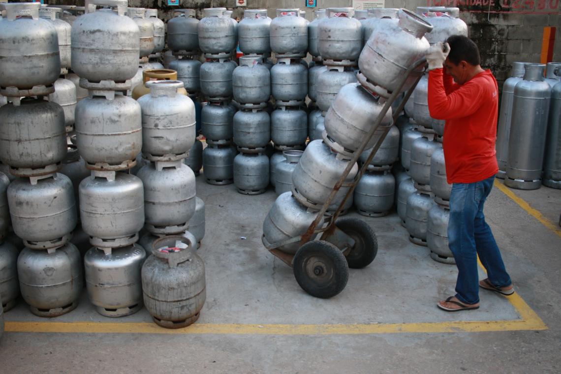 VALOR do botijão de 13 kg continua a encarecer no Ceará, conforme dados ANP