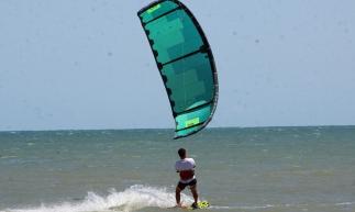 CAUCAIA. CE, BRASIL, 03-09-2017: Turistas do mundo todo, principalmente os praticante de kitesurf e windsurf,  são atraídos pela praia do Cunbuco, lugar ideal do esporte. (Foto: Mauri Melo/O POVO).