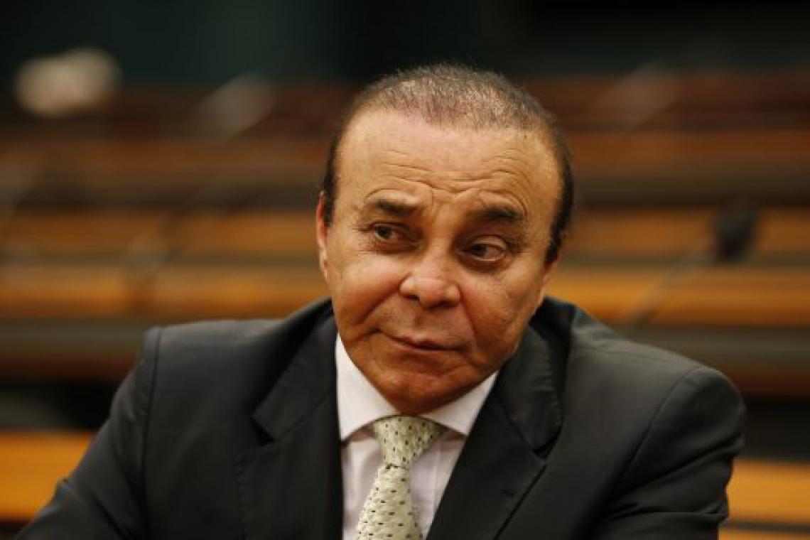 SEGUNDO denúncia da PGR, Aníbal teria prometido propina a Paulo Roberto Costa, ex-diretor de abastecimento da Petrobras