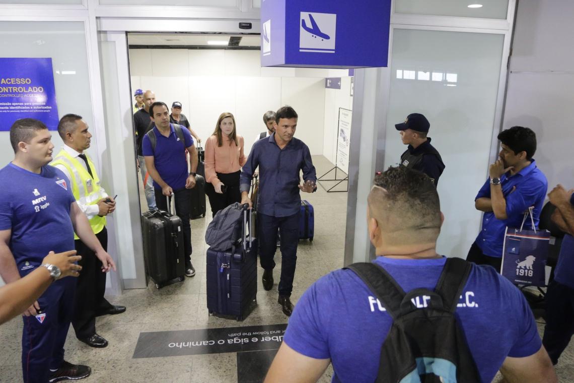 Novo técnico do Fortaleza, Zé Ricardo (ao centro) assume o Fortaleza na 12ª colocação do Brasileiro
