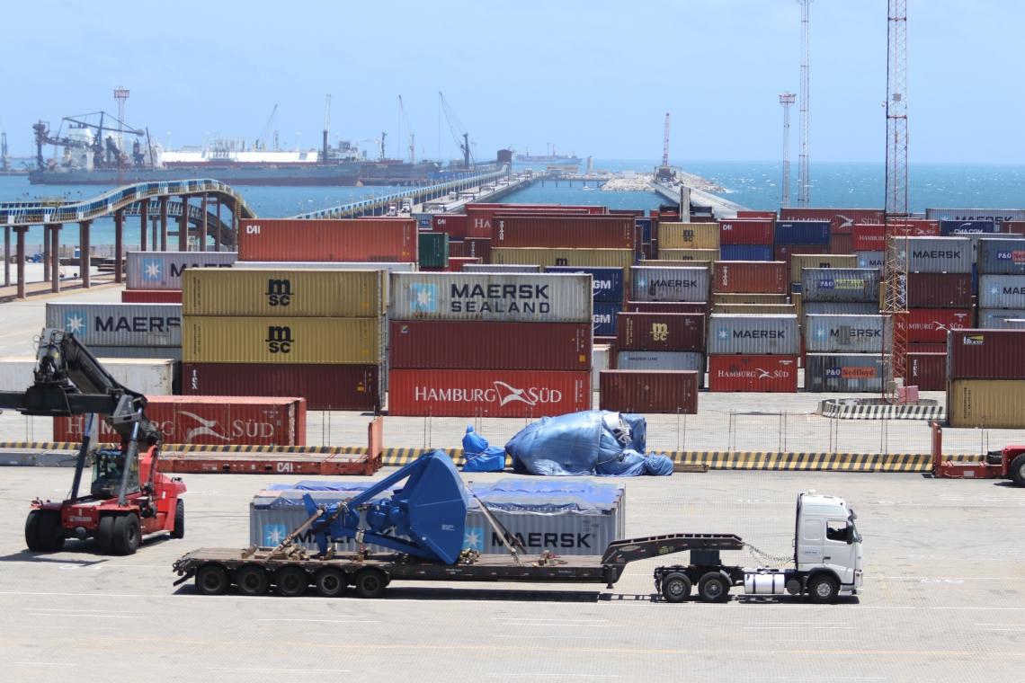 Pátio do porto do Pecém (Foto: FÁBIO LIMA)
