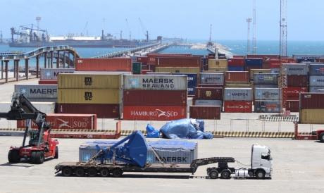 Pátio do porto do Pecém
