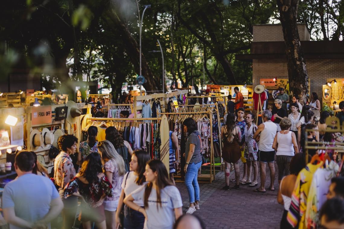 Antes realizada na Praça das Flores, a Feira Auê acontece agora na Praça Luiza Távora