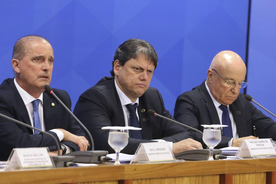 OS MINISTROS Onyx Lorenzoni e Tarcisio Gomes explicam as privatizações com o Secretário de Desestatização, Salim Mattar