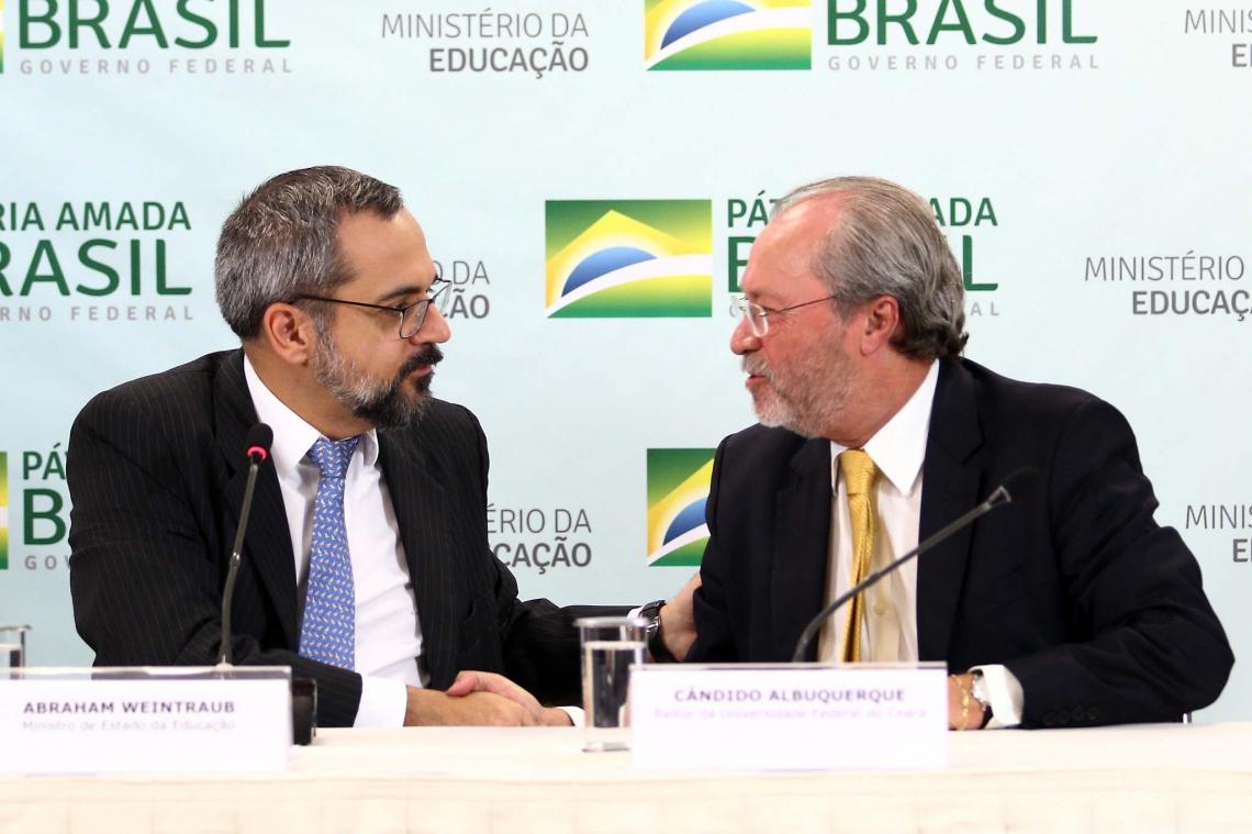 Cândido Albuquerque, ao lado do ministro Abraham Weintraub (esquerda), defendeu o projeto Future-se