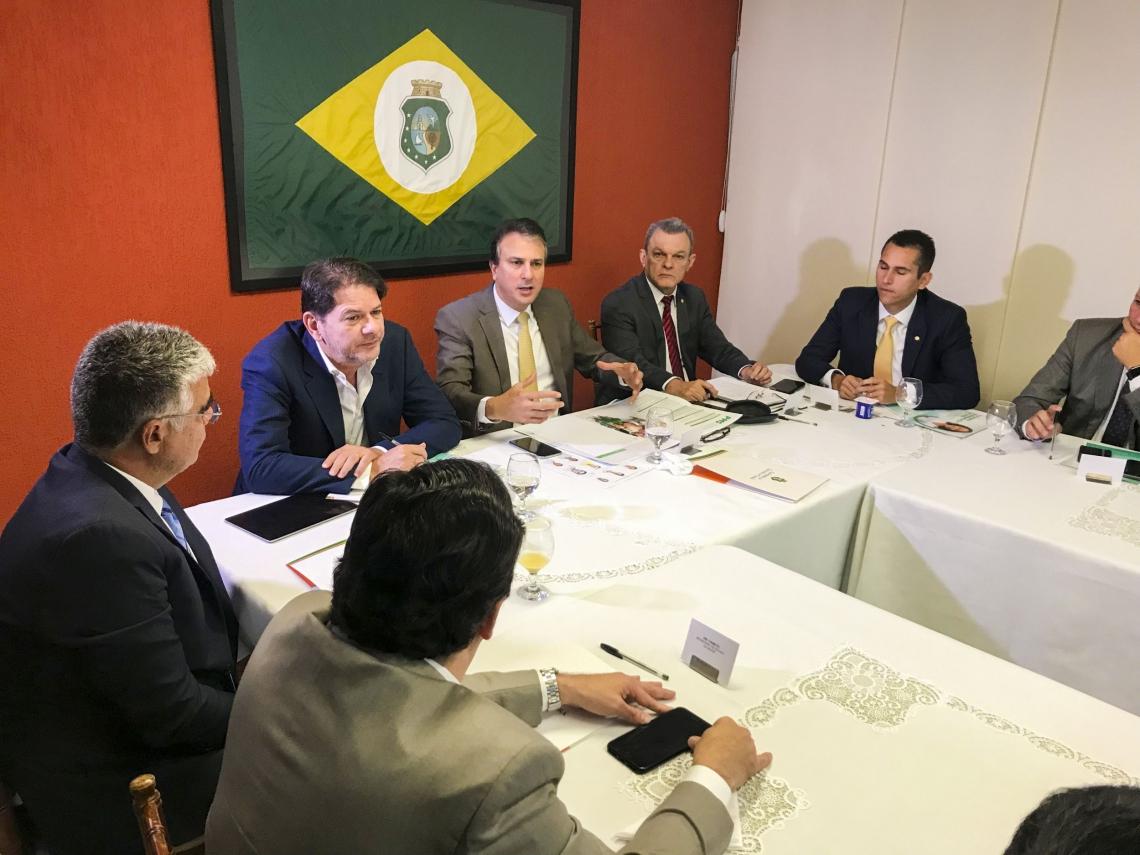 Governador Camilo Santana reúne bancada federal para apresentar Plataforma de Modernização da Saúde