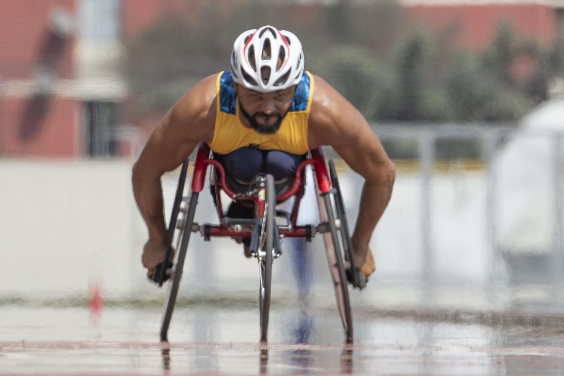 Ariosvaldo da Silva, o Parré, atleta paraibano. Ele é velocista, na categoria T53 e compete nos 100, 200 e 400m rasos