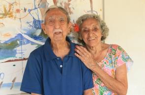 Foto do casal de artistas cearenses Estrigas e Nice Firmeza