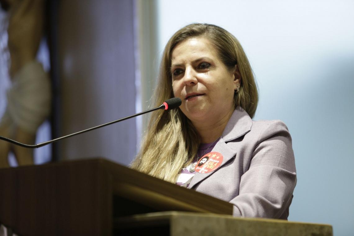 FORTALEZA, CE, BRASIL, 13-09-2019: Luiziane Lins, Deputada Federal (PT). Posse na Presidencia do PT de Guilherme Sampaio na Camara Municipal de Fortaleza. (Foto: Aurelio Alves/O POVO).