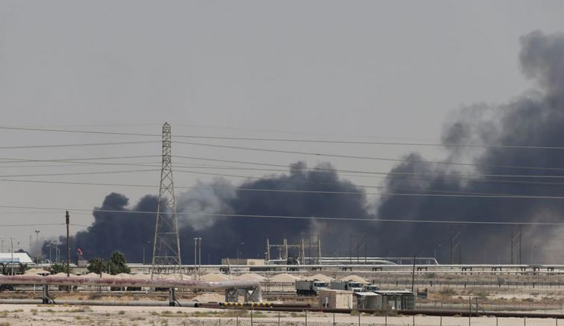 O governo da Arábia Saudita revelou que os ataques fizeram com que sua produção diária caísse para cerca da metade