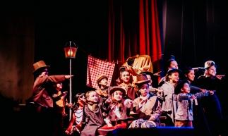 Espetáculos da The Biz - Escola de Artes: alunos têm aulas de canto, dança e teatro