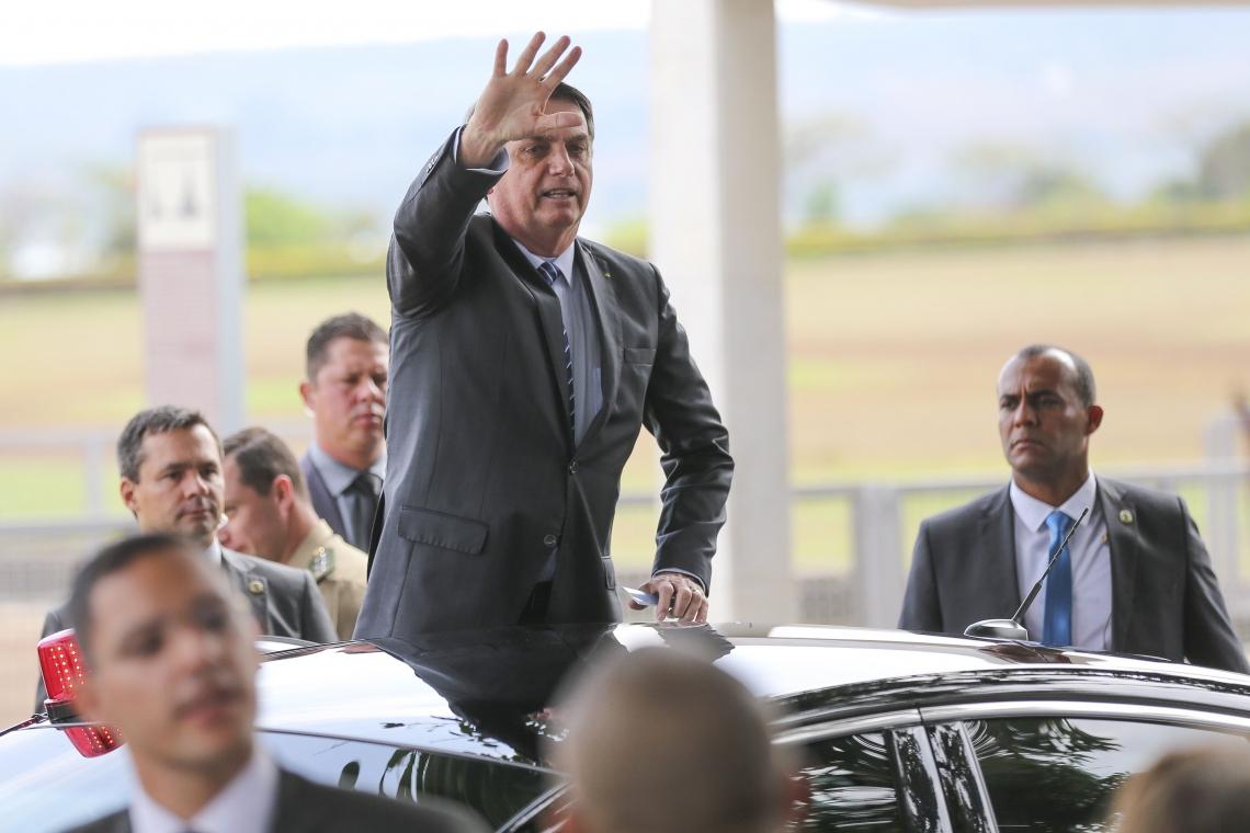 VÍDEO no qual Bolsonaro deu indícios de que sairia do PSL foi gravado na saída do Palácio da Alvorada, onde ele conversava ontem com turistas