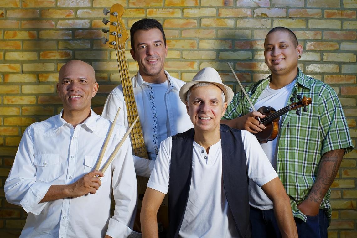 A Banda Zé Dazefa celebra 20 anos nesta quinta-feira com gravação do DVD