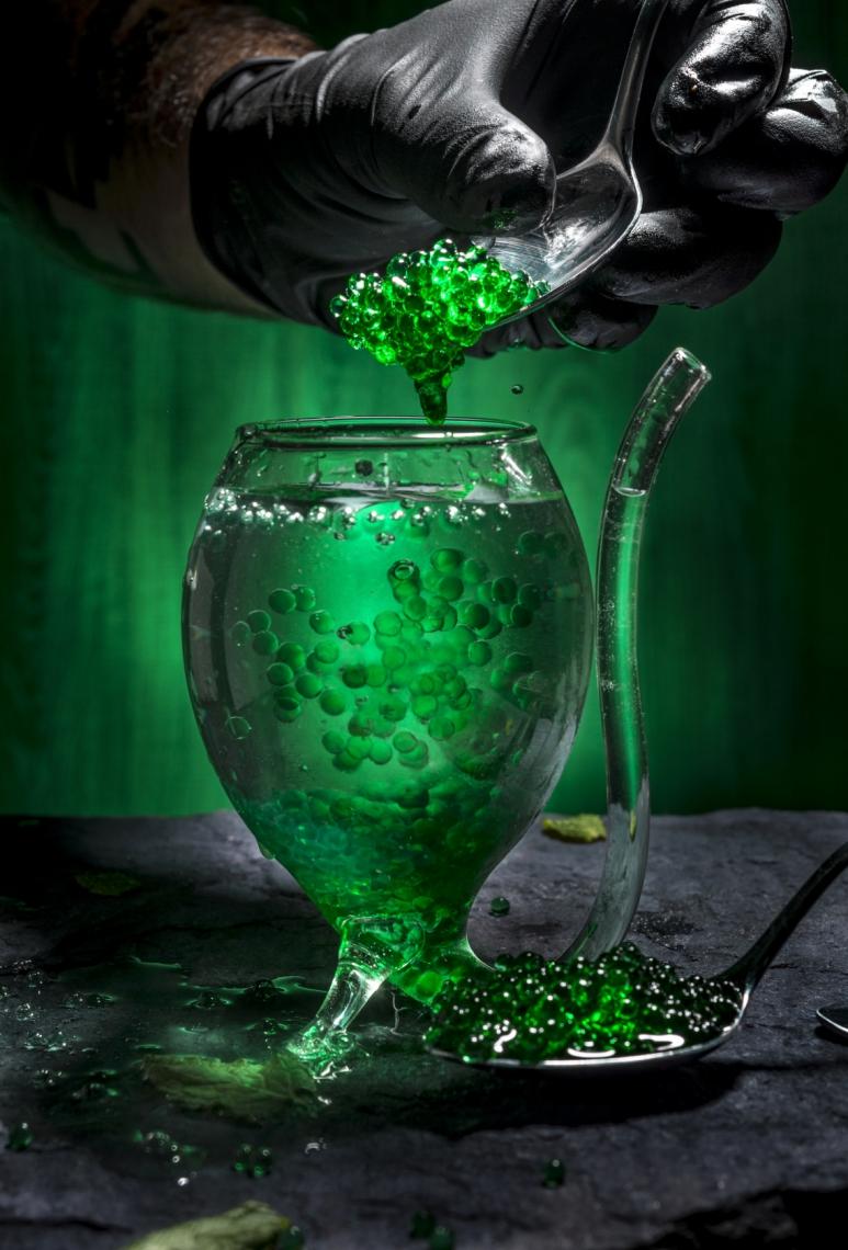 Mojito Molecular, uma das bebidas desenvolvidas pelo bartender Victor Quaranta, está no livro