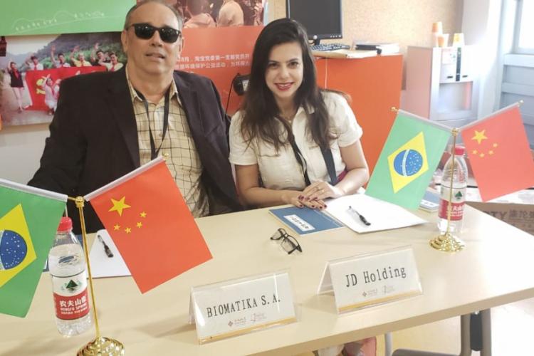 Zezinho Dias em mesa de negociação na China