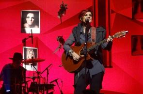 A cantora e compositora carioca Isabella Taviani se apresenta neste sábado, 9