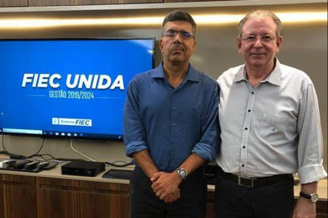 Lauro Chaves Neto, de azul, com o presidente da Fiec, Ricardo Cavalcante