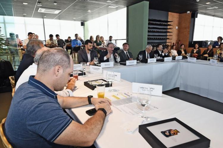REPRESENTANTES DO SISTEMA S anunciaram o projeto de expandir os serviços em conjunto entre as entidades. (Foto: Divulgação / Fiec)