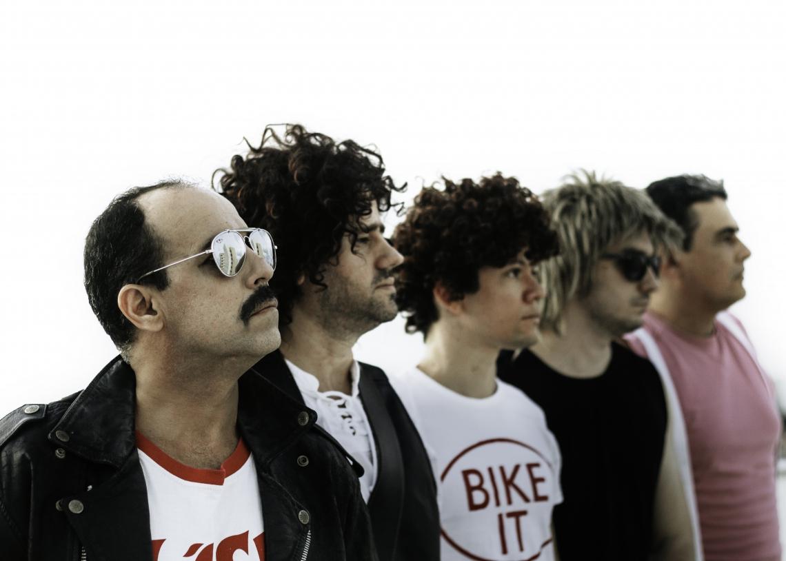 """""""The Killer Queen"""" é cover da banda Queen e faz parte do Festival Viva - Juntos contra a Aids e a favor da vida"""