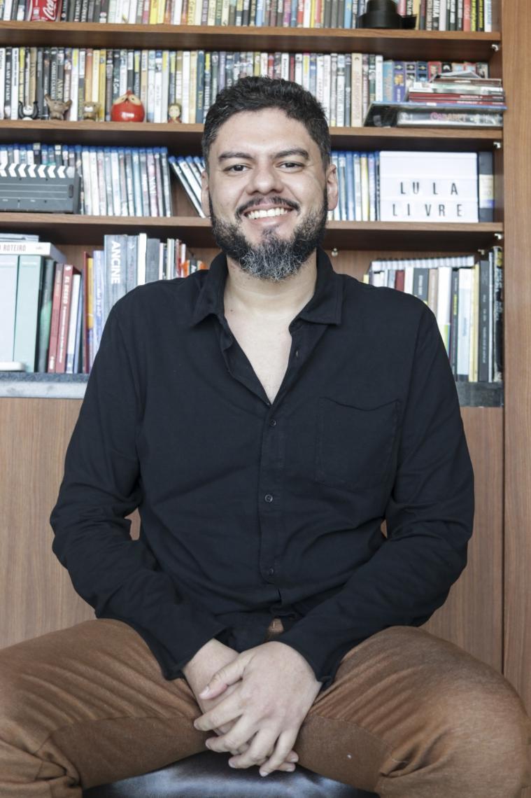 FORTALEZA, CE, BRASIL,  28-08-2019: Alan Deberton, cineasta, para o caderno Aguanambi 282 do jornal O Povo. (Foto: Alex Gomes/O Povo)