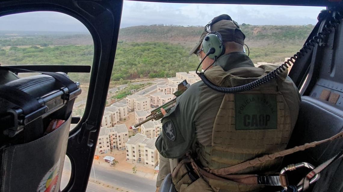 Ação policial durante operação para cumprir mandados em bairros como Vicente Pinzón, Conjunto Palmeiras e Aerolândia