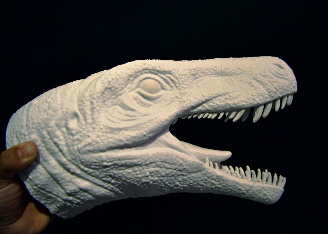 Uma cabeça modelo de espuma baseada no dinossauro Gnathovorax Cabreirai é vista no CAPPA, centro brasileiro de apoio à pesquisa em paleontologia em São João do Polesine