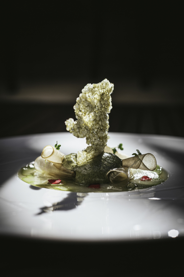 Pratos do Éllo aliam insumos frescos a técnicas da haute cuisine