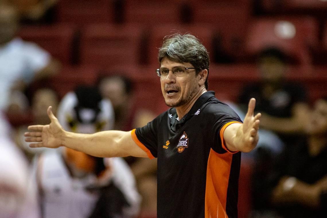 Dannyel Russo, técnico do Basquete Cearense