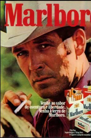 Robert Norris, que nunca fumou, foi o símbolo da marca Marlboro durante 12 anos. Ele aparecia com uma foto de chapéu de cowboy e a acender um cigarro — o Malboro Man. A função dele era associar a marca ao público masculino. Norris dizia aos filhos que nunca dejearia vê-los fumar(Foto: DIVULGAÇÃO)