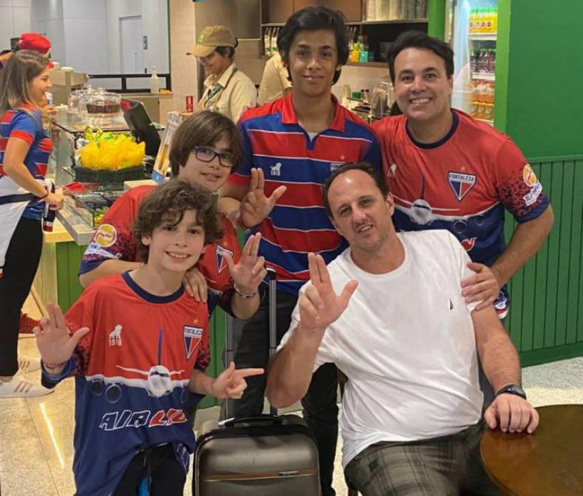 Machidoval Trigueiro é professor da UFC e planejou a viagem surpresa para os três filhos assistirem ao jogo Independiente x Fortaleza.