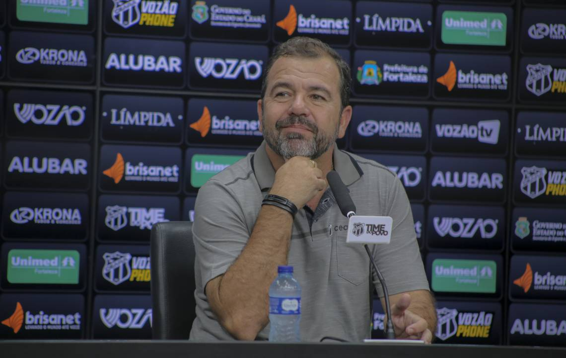Enderson Moreira voltou menos de quatro meses após ser demitido