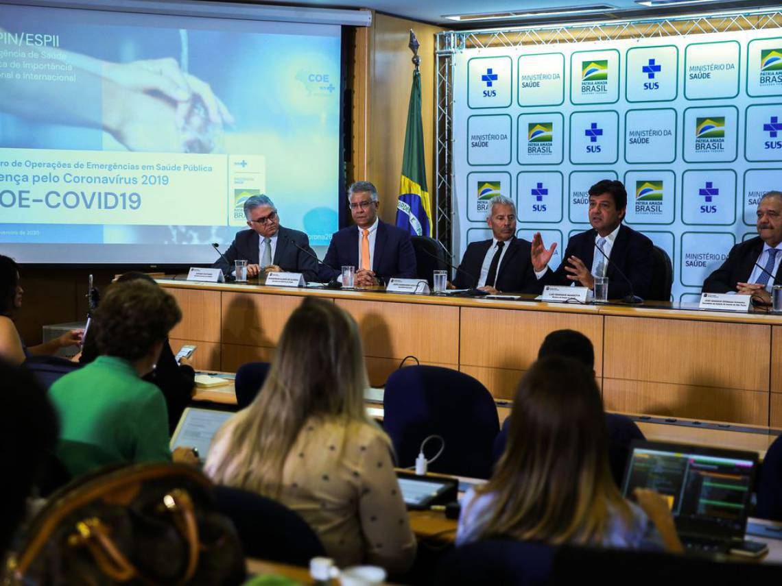 O secretário-executivo do Conass, Jurandi Frutuso (primeiro à esquerda), participou da entrevista coletiva do ministro da Saúde, Luiz Henrique Mandetta, para falar sobre o primeiro caso de um brasileiro infectado pelo novo coronavírus (Covid-19)
