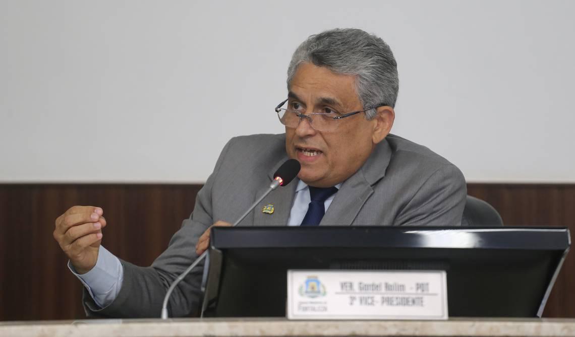 JURANDIR GURGEL apresenta dados fiscais do Município