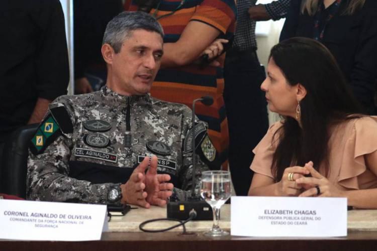 Comissão com representantes dos Três Poderes e das Forças Armadas tenta resolver impasse entre governo e policiais