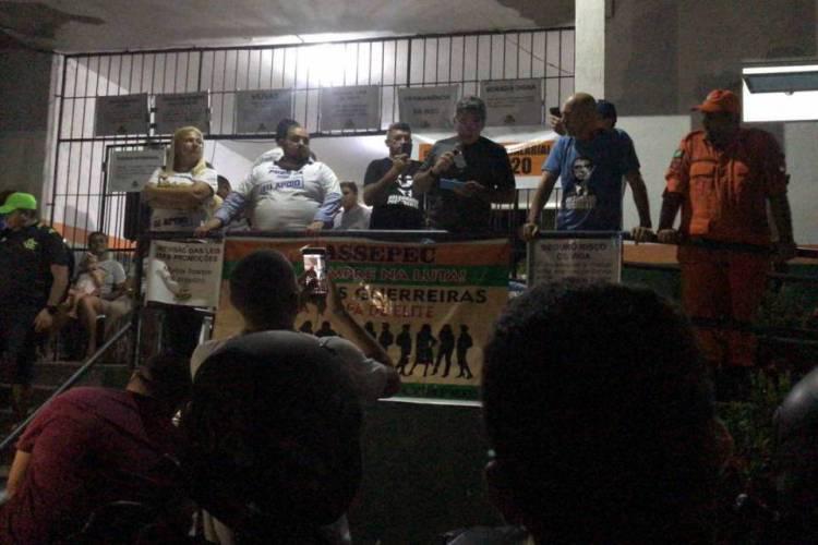 PMs se reúnem no 18º Batalhão, no bairro Antônio Bezerra. Motim já dura 13 dias