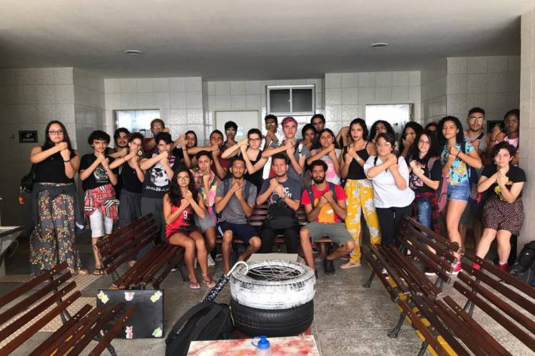 Estudantes surdos do IFCE estiveram reunidos no Ministério Público. Foto: Arquivo pessoal