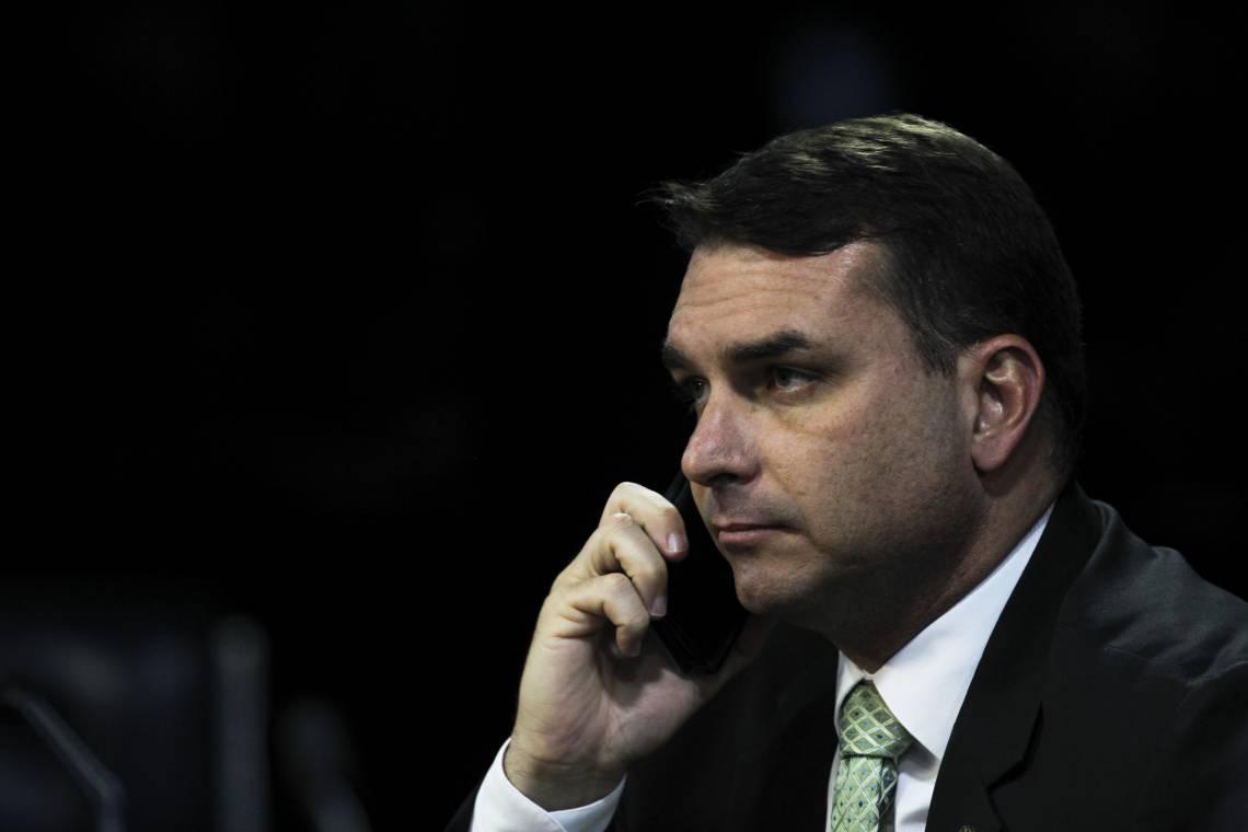 SENADOR Flávio Bolsonaro negou ter acesso a informações privilegiadas sobre a investigação