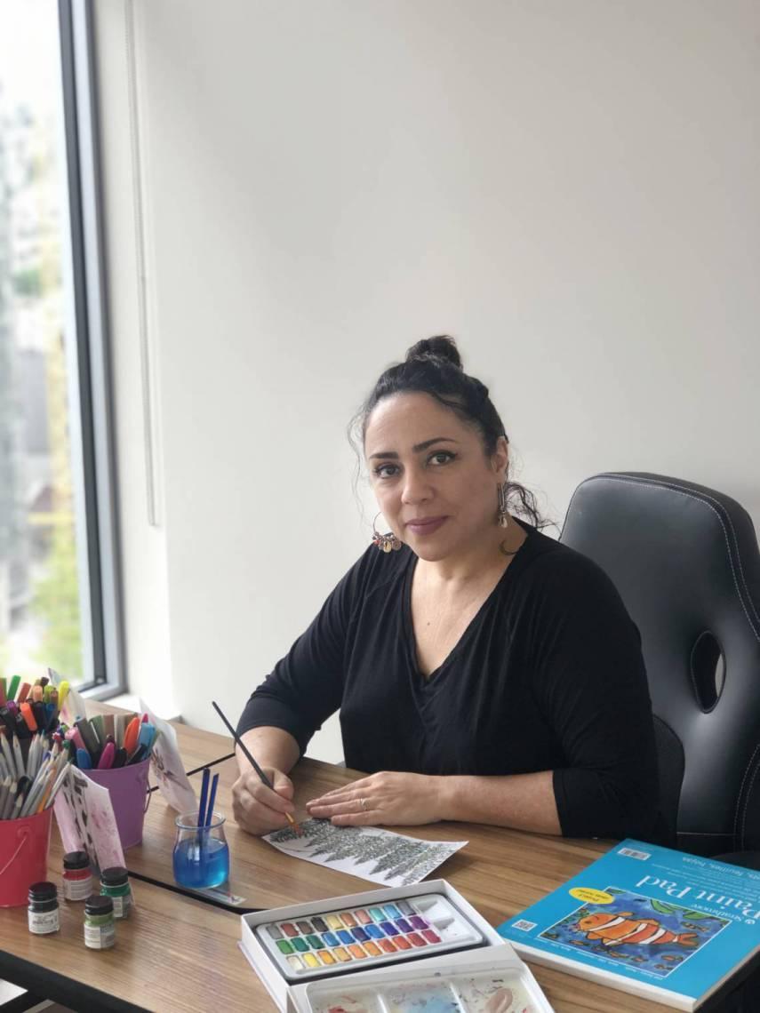 Tutoriais, inspirações nas redes sociais e materiais via delivery foram alguns dos ingredientes que levaram Janaína Barros a arriscar-se na pintura nessa quarentena