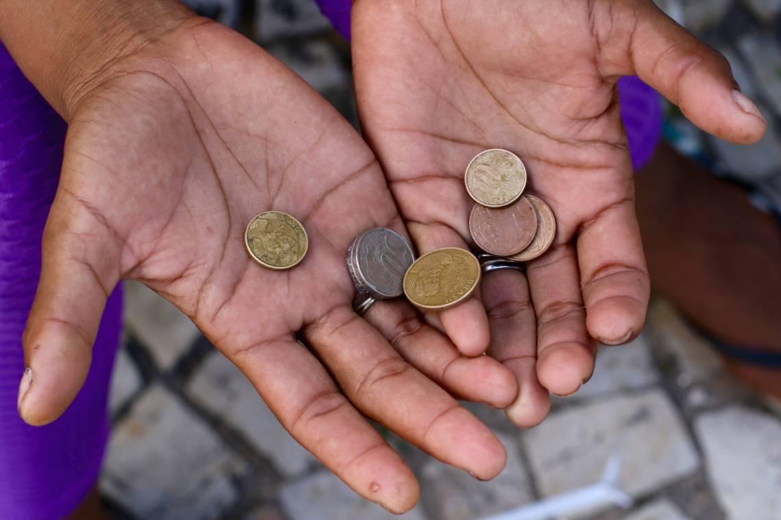 FORTALEZA, CE, BRASIL, 20.05.2020: Pabla Caroline Pereira, 26 moradora da praça do Ferreira. Pessoas que vivem em extrema pobreza durante a pandemia de coronavírus. (Fotos: Fabio Lima/O POVO)