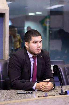 Deputado estadual André Fernandes, youtuber que se elegeu como para a Assembleia Legislativa com candidato mais votado no Ceará em 2018
