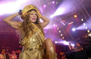 Elba Ramalho canta sucessos de sua carreira