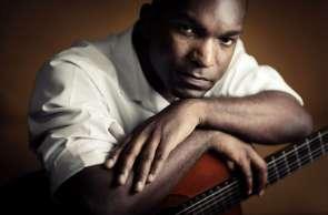 Vidal Assis traz músicas de sambistas negros para seu repertório
