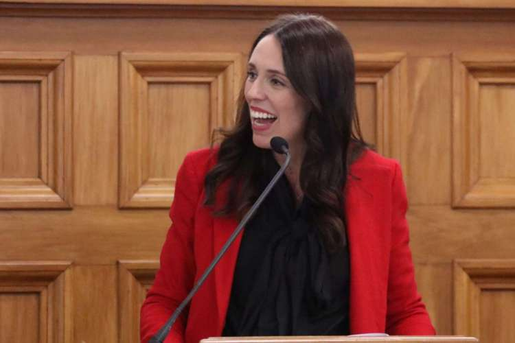 Primeira ministra da Nova Zelândia, Jacinda Ardern, no parlamento