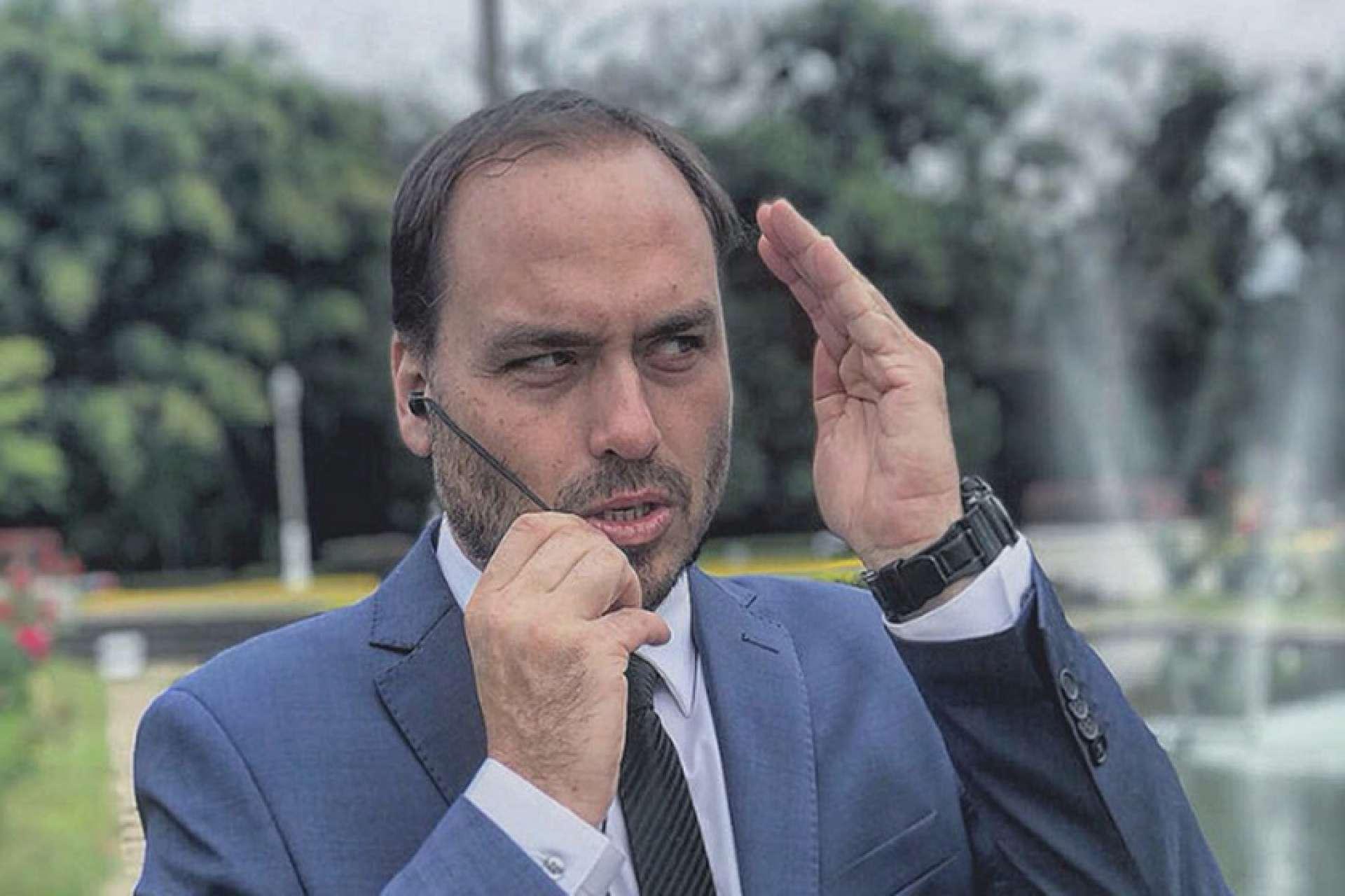 Carlos Bolsonaro seria o responsável pelo recrutamento dos jovens cearenses para o círculo mais próximo do presidente