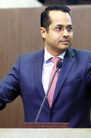 Vitor Valim tentará em Caucaia alianças semelhantes às de Capitão Wagner em Fortaleza