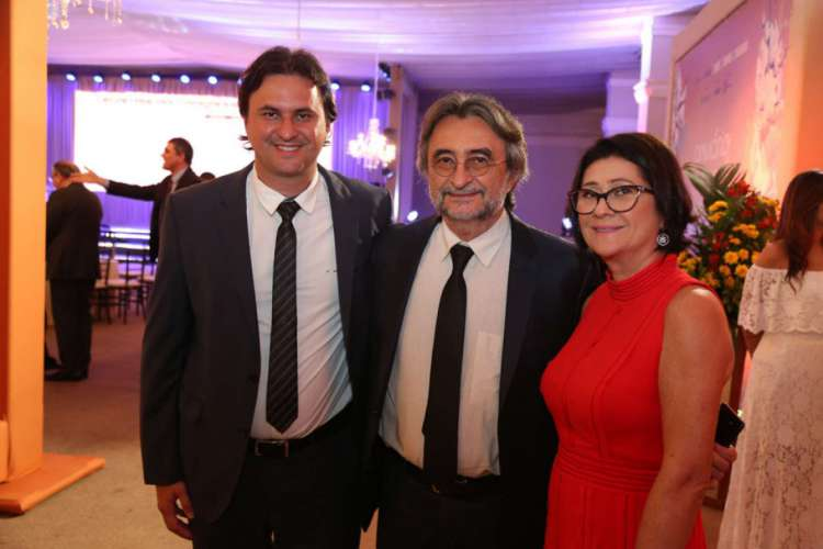 Bruno Gonçalves, deputado estadual, Acilon Gonçalves, prefeito do Eusébio, ao lado da primeira-dama Marta Gonçalves. Família quer ampliar área de atuação política