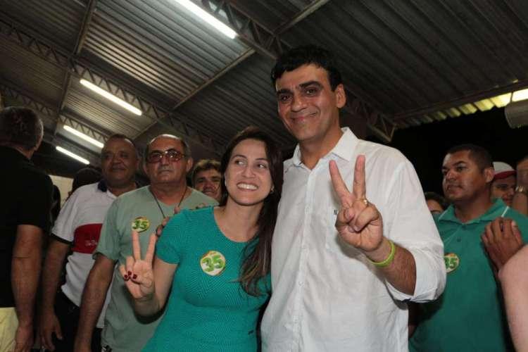 Naumi Amorim, ao lado da primeira-dama e hoje deputada estadual Érika Amorim, no dia em que ele venceu a eleição para Prefeitura de Caucaia em 2016