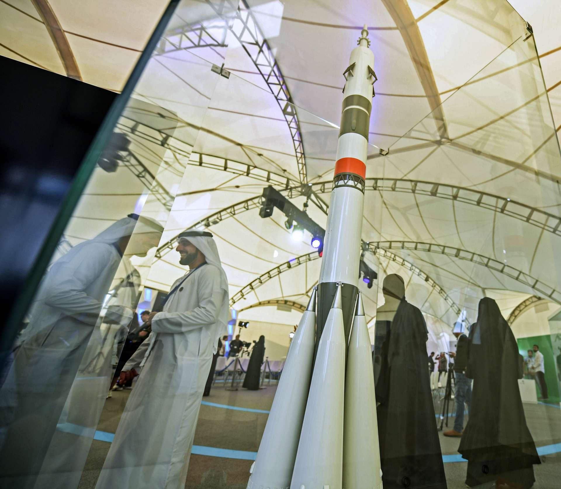 Os Emirados se reúnem no Centro Espacial Mohammed Bin Rashid (MBRSC) em Dubai